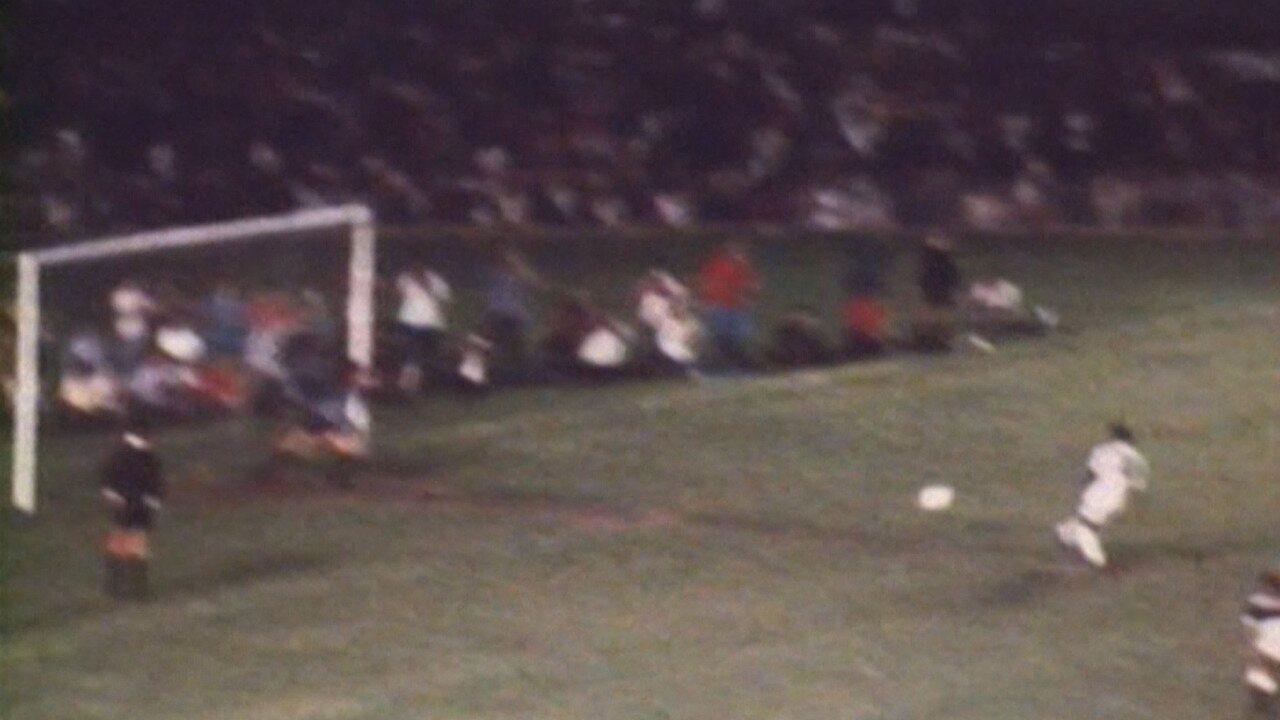 O milésimo gol de Pelé, há 50 anos, no Maracanã
