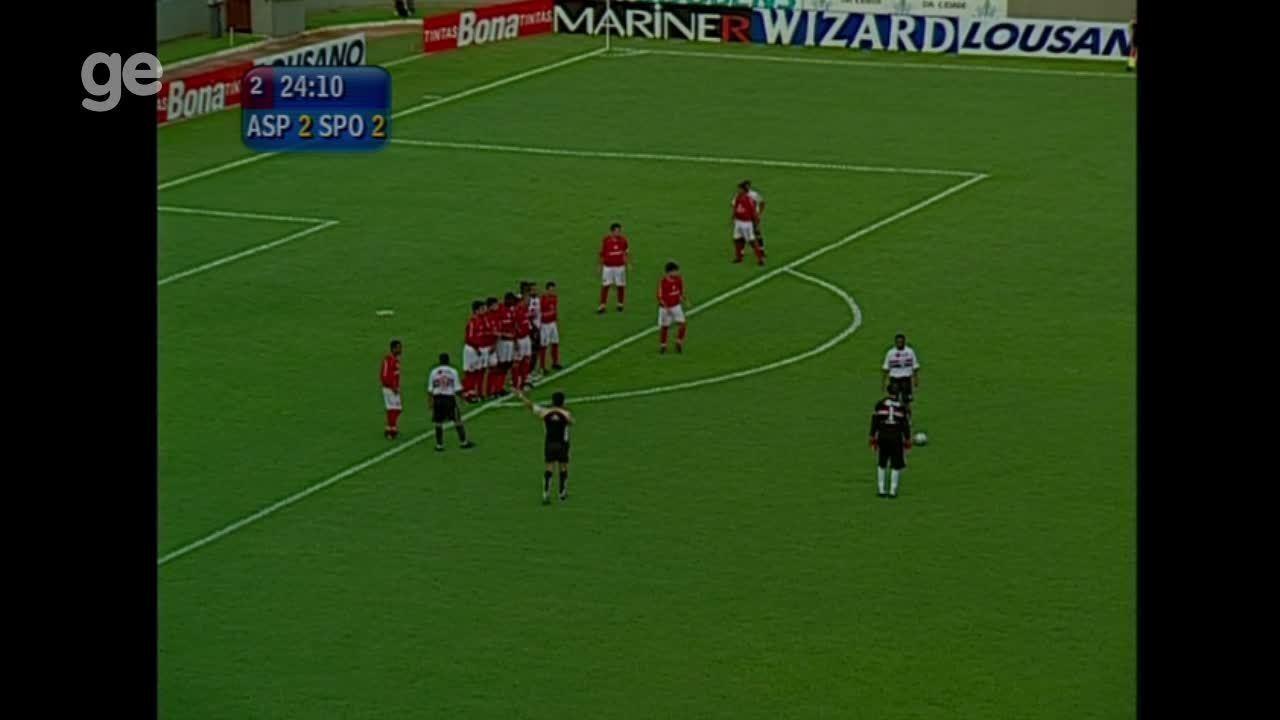 Rogério Ceni marca, de falta, o terceiro gol do São Paulo contra o América-SP em 2005
