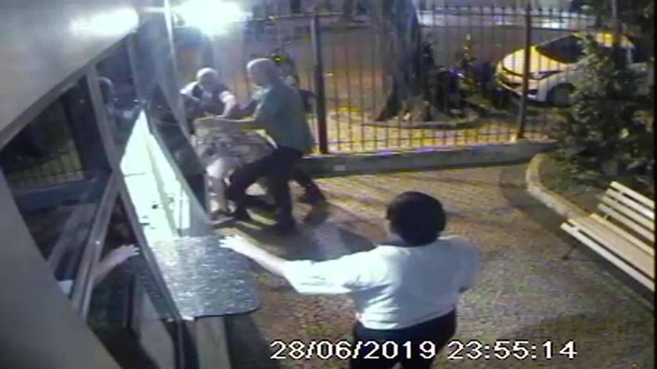 MP denuncia quatro homens que agrediram amigos no Flamengo por homofobia