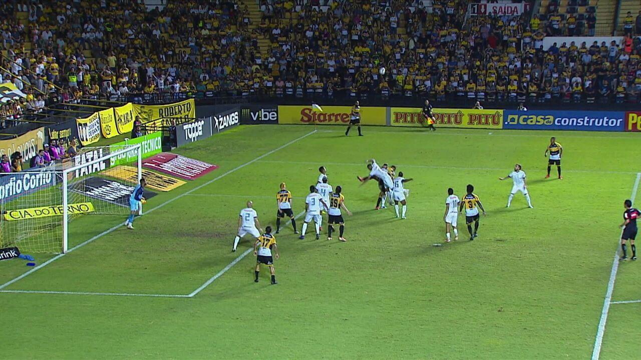 Central do Apito! PC de Oliveira diz que gol do Criciúma não deveria valer, aos 43' do 2ºT
