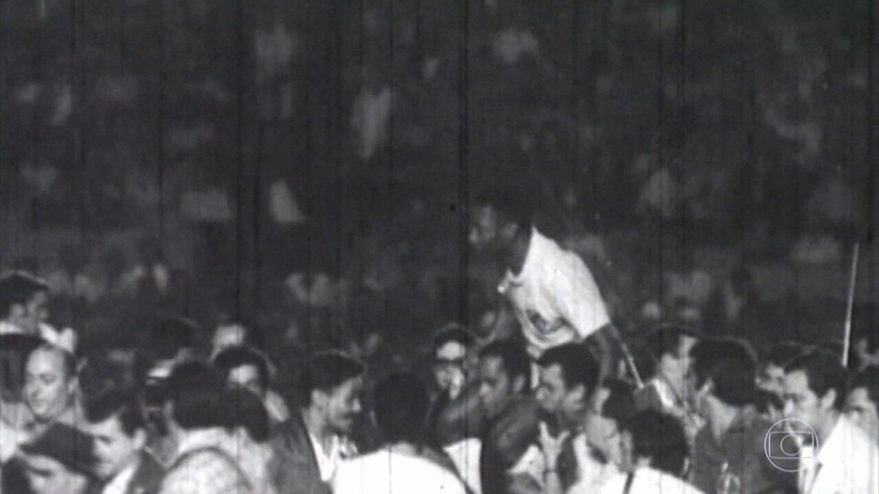 Há 50 anos, Pelé marcava o milésimo gol da carreira