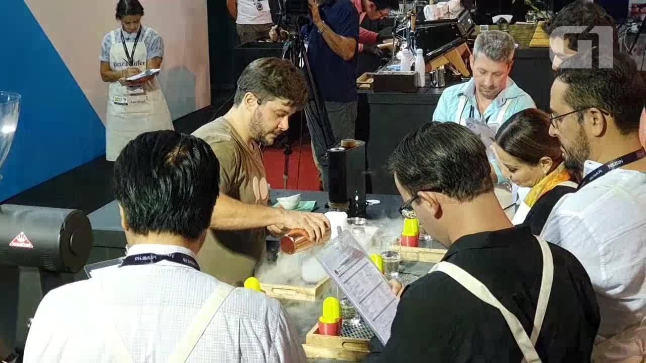 Barista usa café robusta amazônica durante o Coffee of the Year 2019