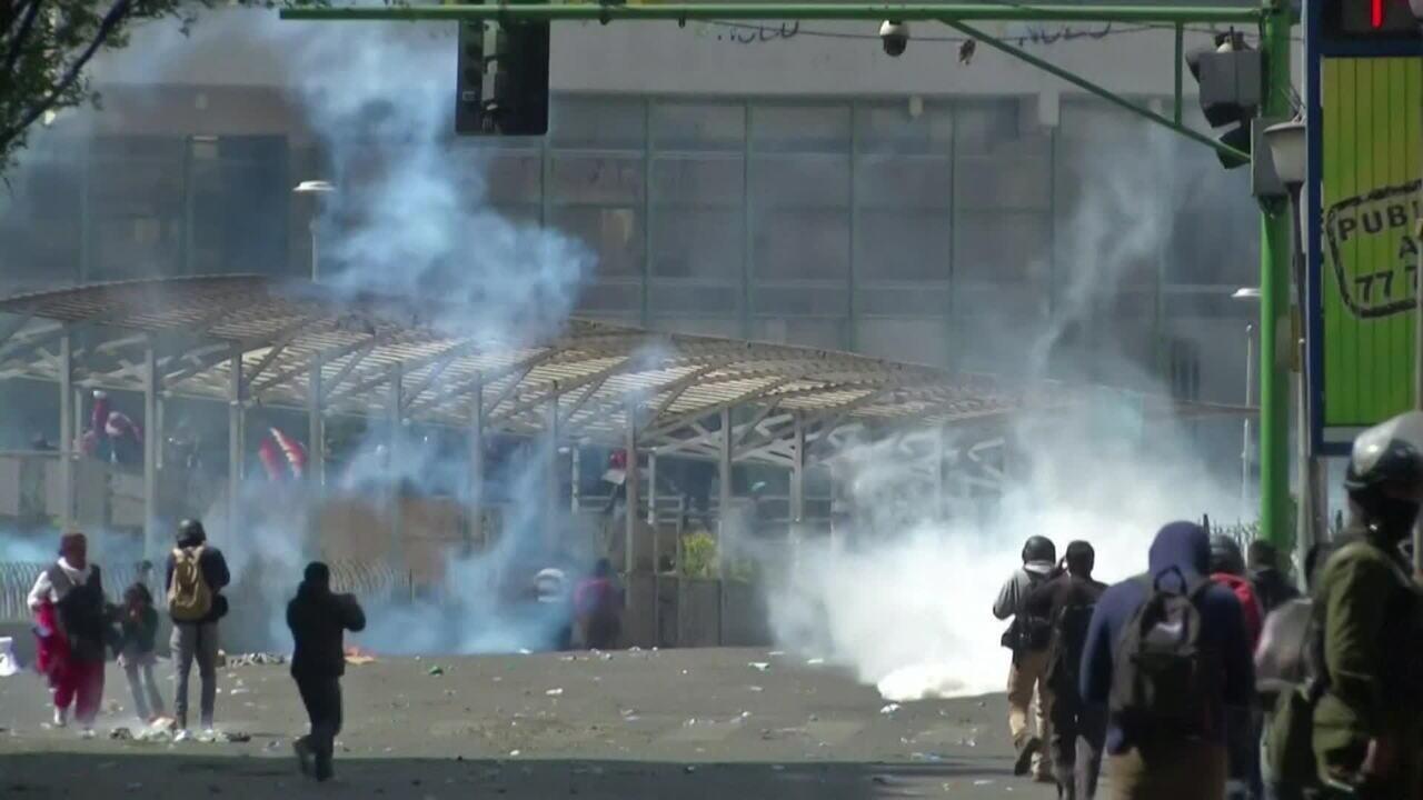 Marcha por mortos termina em confronto na Bolívia