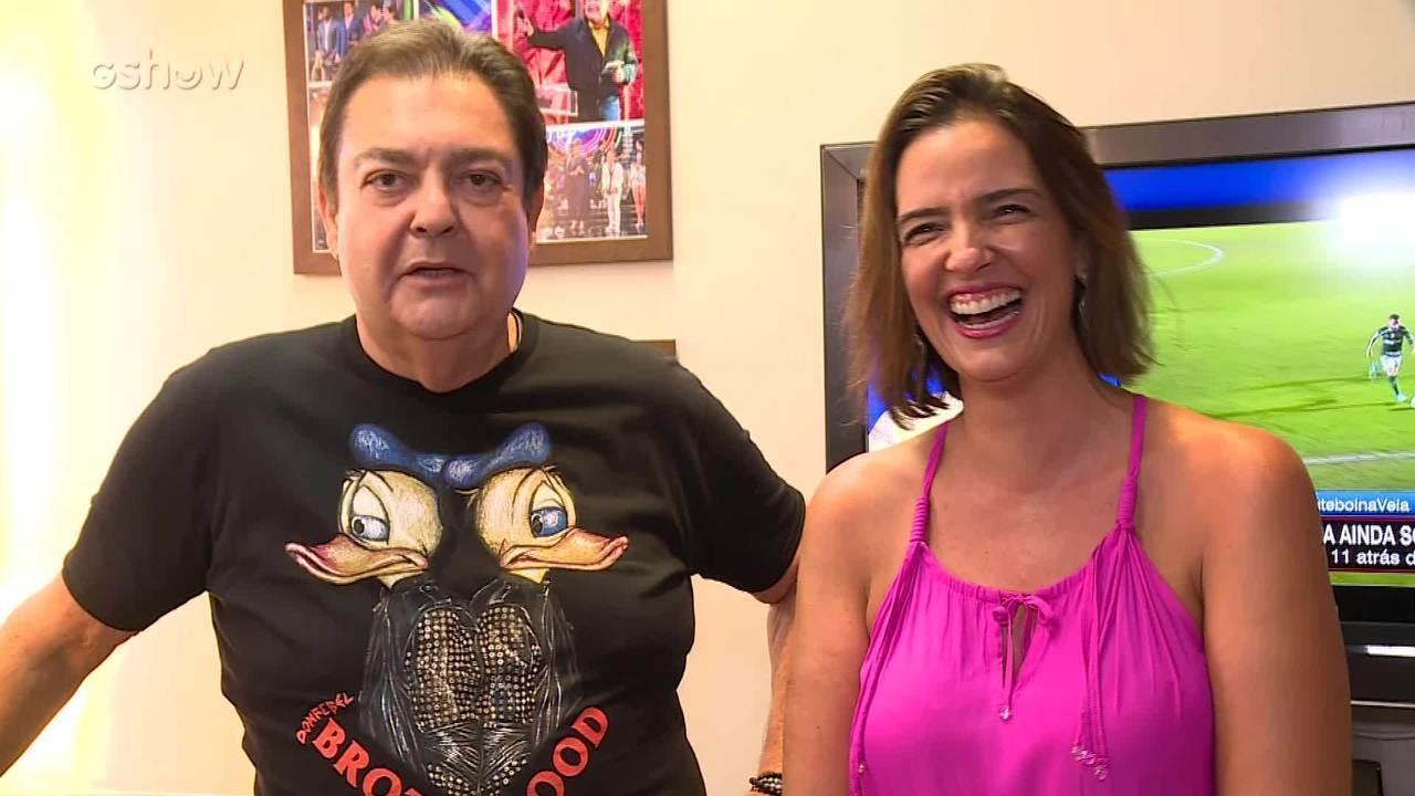 Faustão mostra camarim e fala sobre camisetas que viraram febre na internet