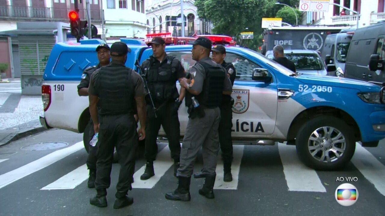 Agentes do Bope negociam com sequestrador no Centro do Rio