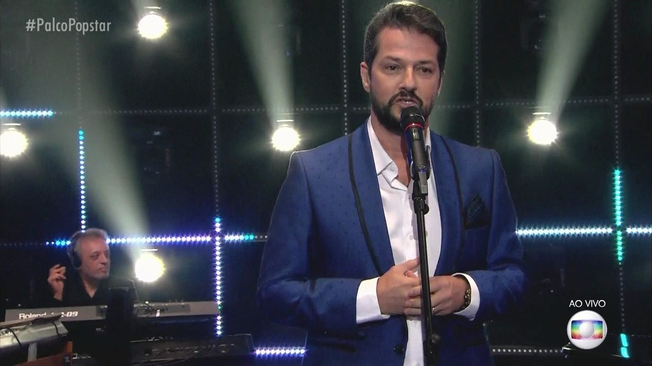 Marcelo Serrado canta 'Fly me to the Moon'