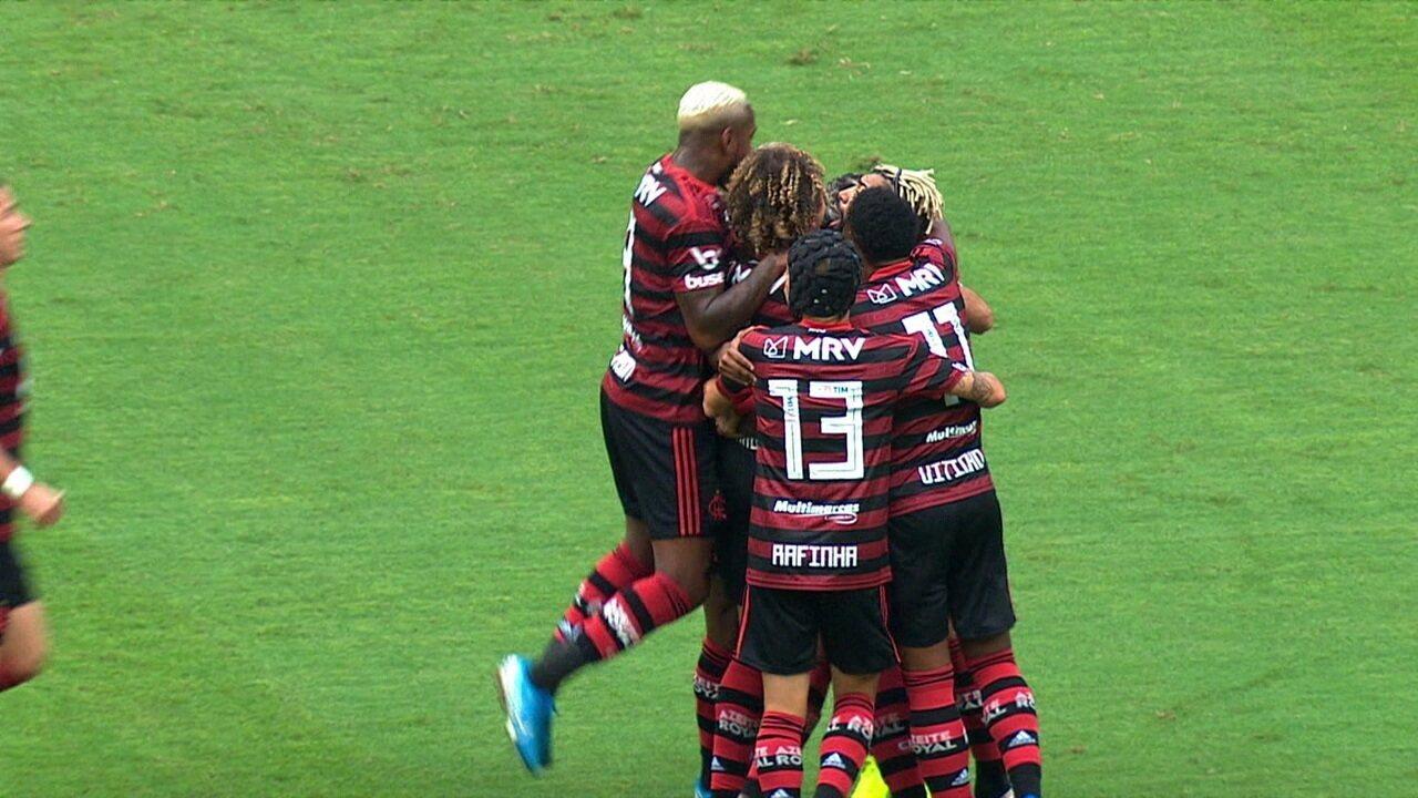 Gol do Flamengo! Na revisão do VAR, árbitro confirma o gol do Arrascaeta, aos 4 do 1º tempo