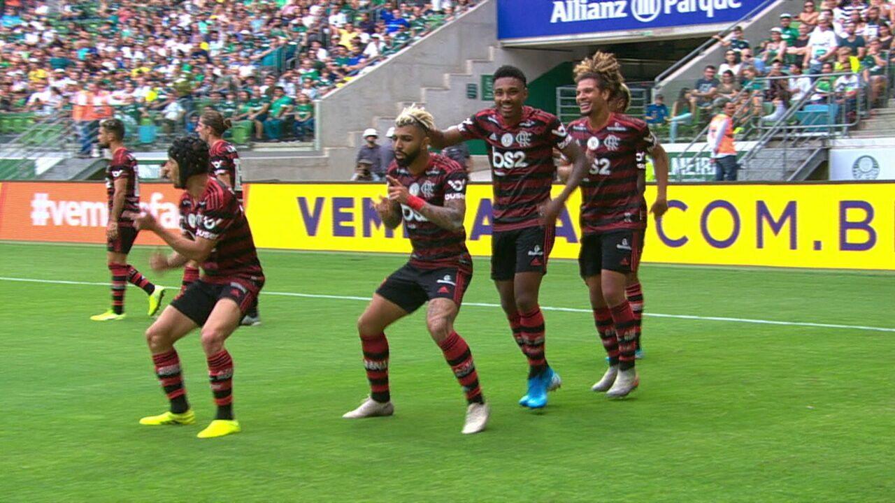 Gol do Flamengo! Depois de bela jogada, Gabigol recebe dentro da área e chuta cruzado para o fundo do gol aos 46 do 1º tempo