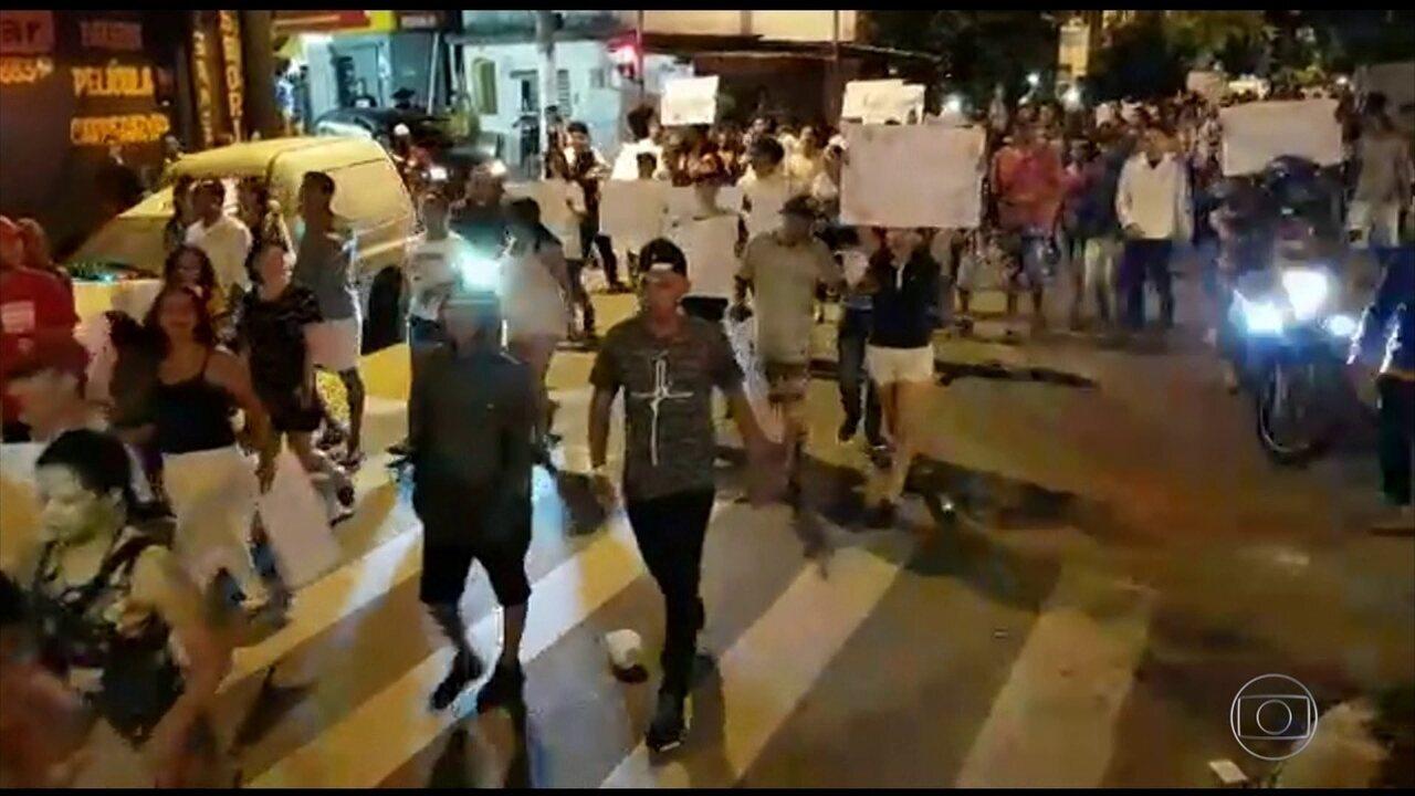 Moradores protestam após morte de jovens durante ação da PM em baile funk de Paraisópolis