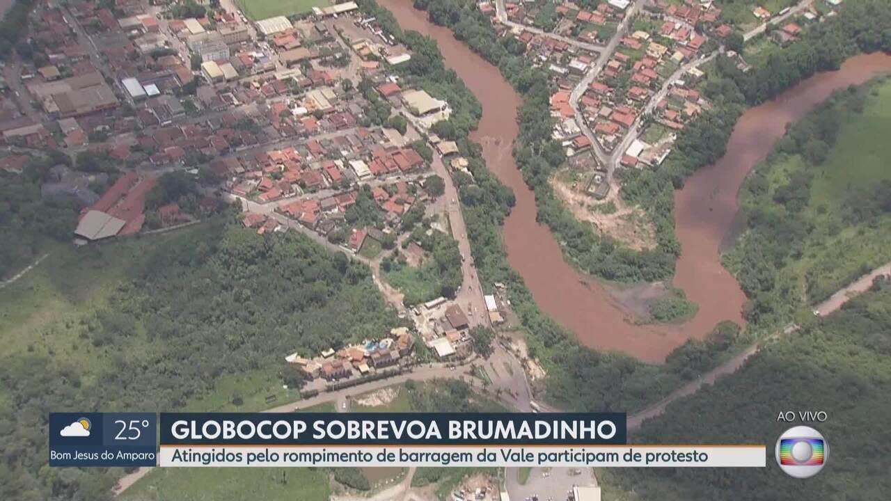 Atingidos pelo rompimento de barragem da Vale participam de protesto em Brumadinho
