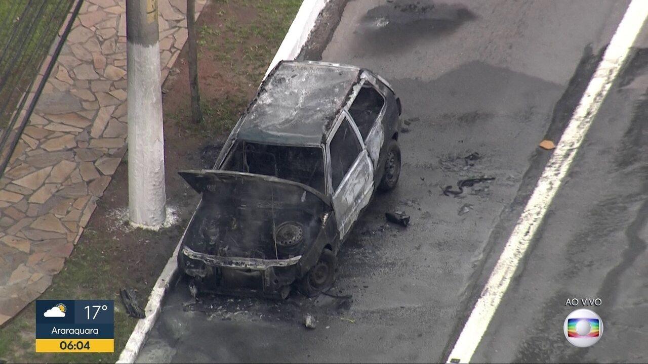 Carro pegou fogo na Avenida das Nações Unidas