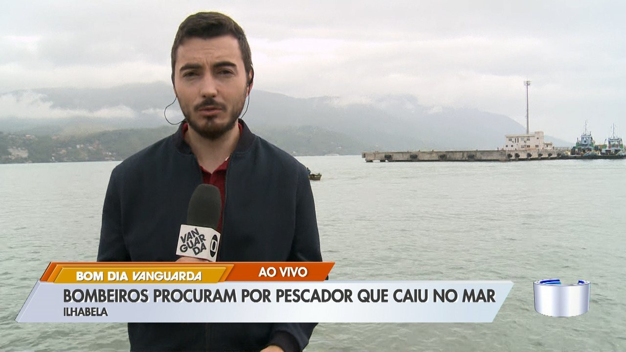 Bombeiros procuram pescador que caiu no mar em Ilhabela