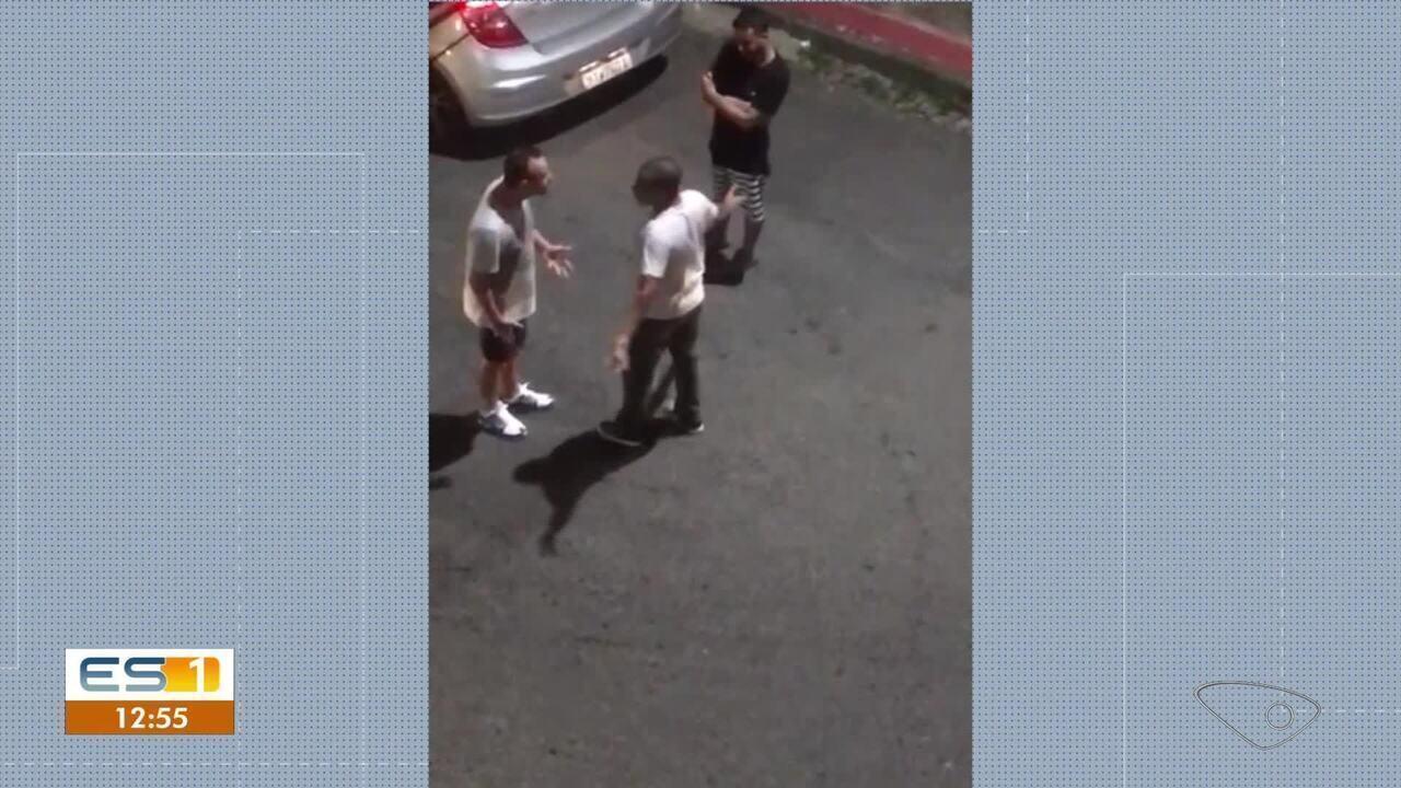Vídeo mostra confusão entre homens com tiros no meio da rua em Santa Marta, Vitória