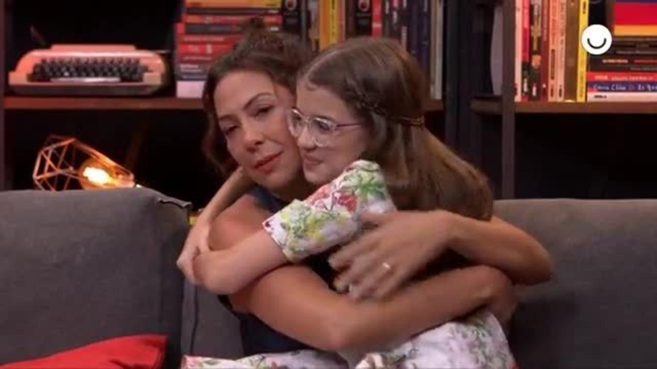 Fabiula Nascimento vai às lágrimas com surpresa de Valentina Vieira