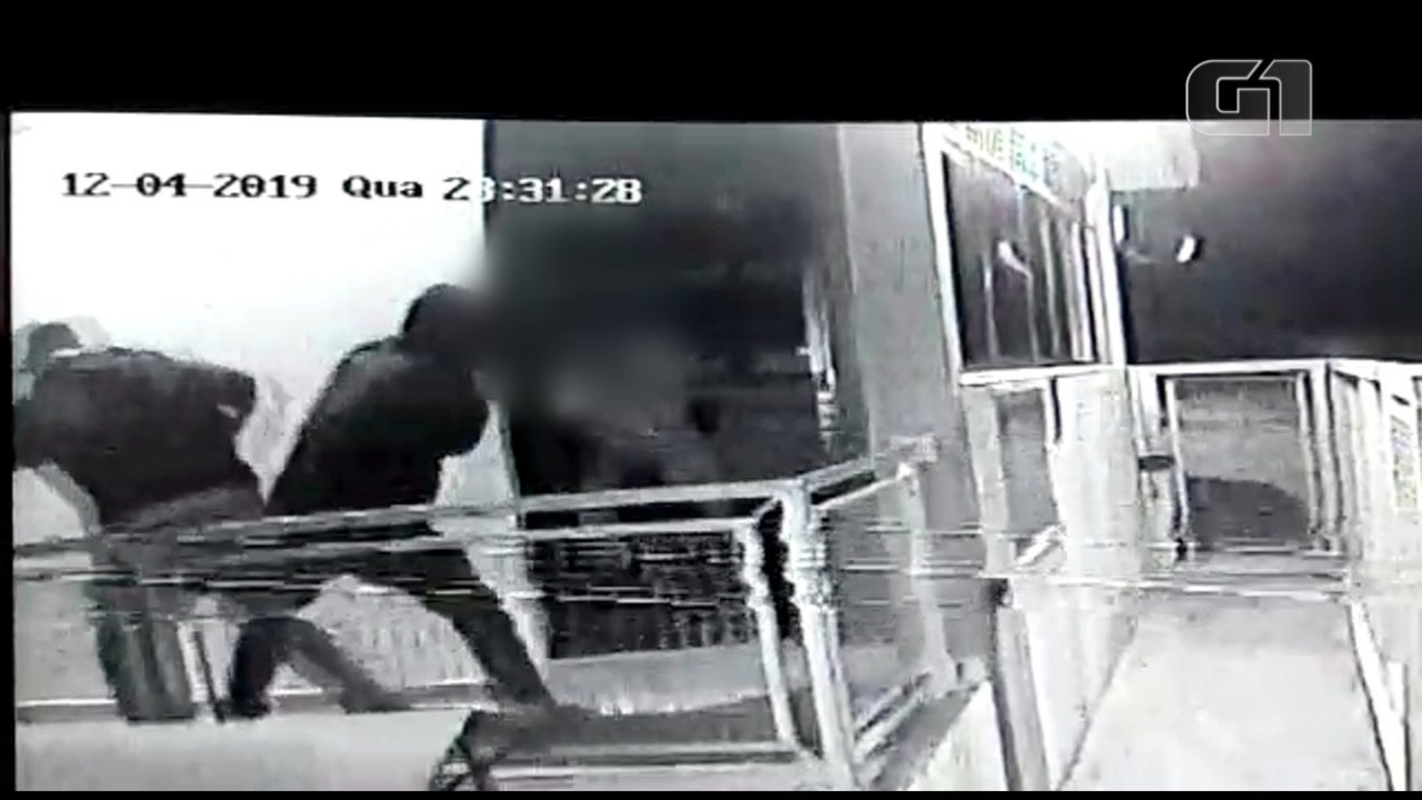 Câmera de segurança flagra momento em que vigia é baleado em Campo Limpo Paulista