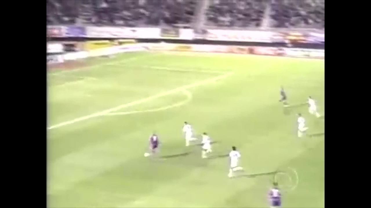 Gol de Ronaldo Fenômeno no jogo entre Barcelona e Compostela, em 1996