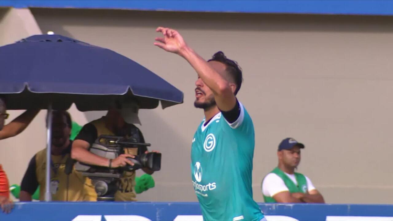 Gol do Goiás! Rafael Moura pega o rebote ajeita para Yago Felipe marcar, aos 19' do 2ºT