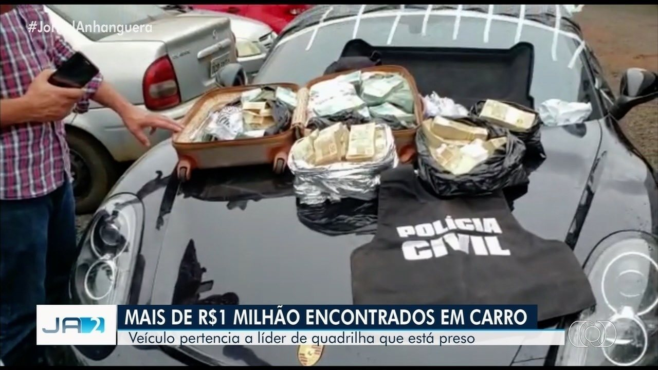 Polícia encontra mais de R$ 1 milhão dentro de carro de luxo apreendido em Goiás