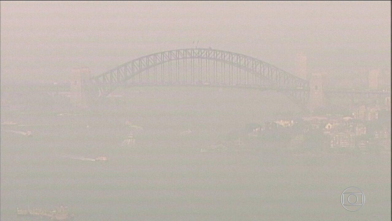 Fumaça de incêndios na Austrália encobre céu de Sydney e aumenta nível de poluição