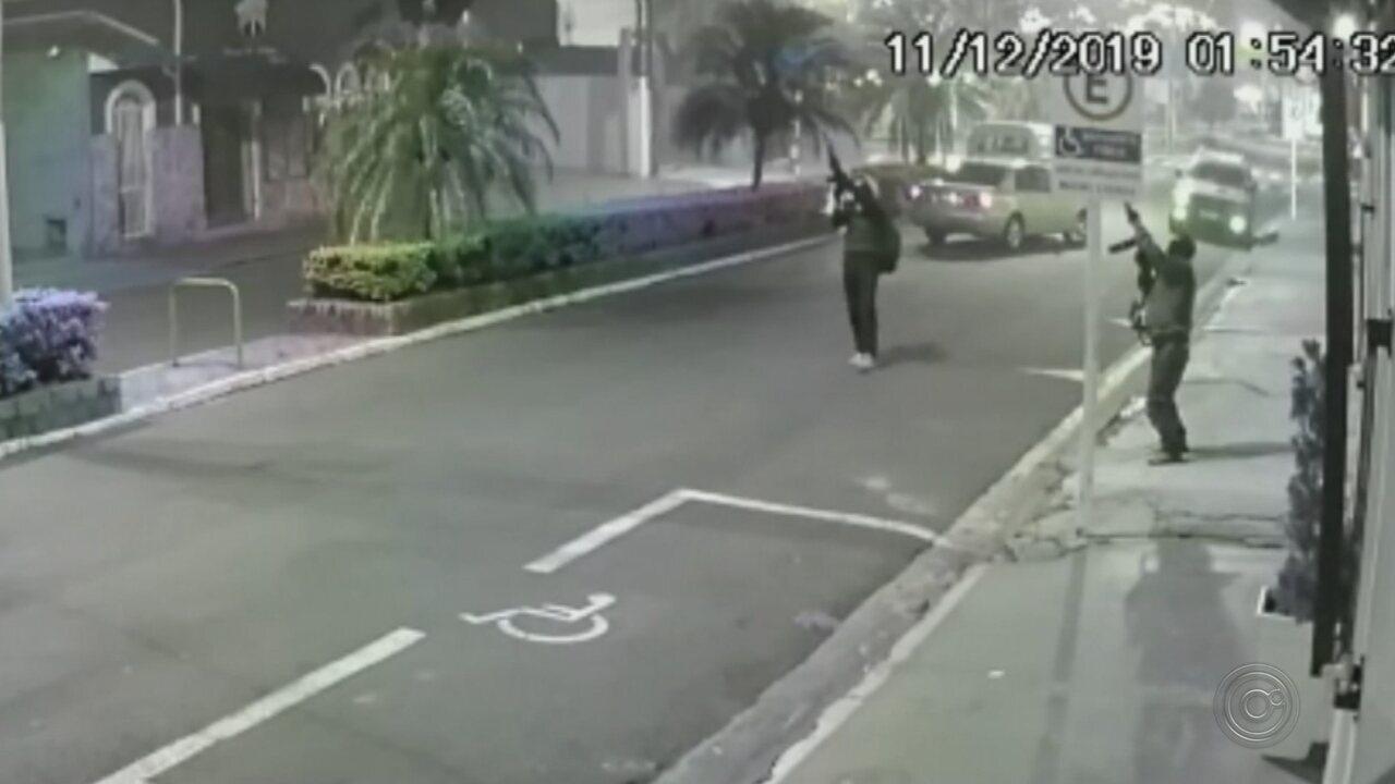 Ladrões armados atacam agência bancária em Botucatu
