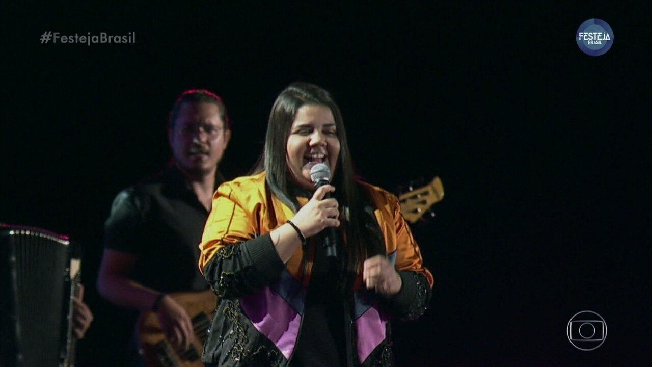 """Yasmin Santos canta """"Saudade Nível Hard"""""""