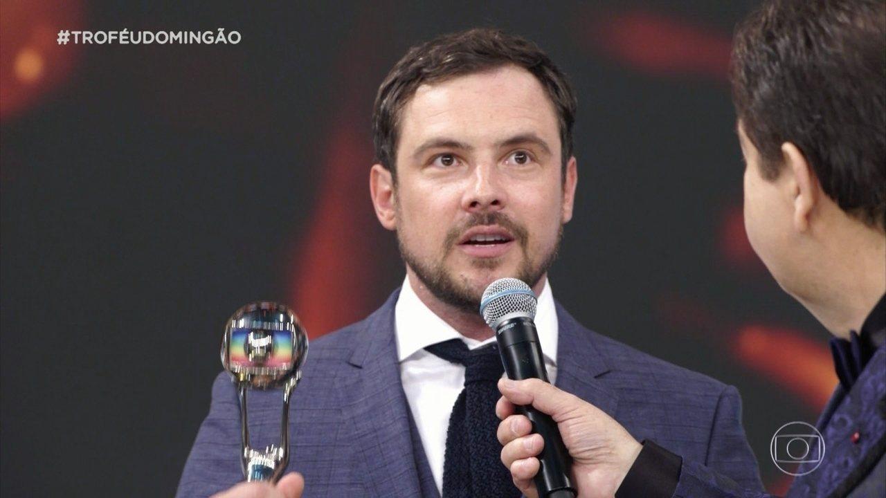 Sergio Guizé ganha o troféu de ator coadjuvante