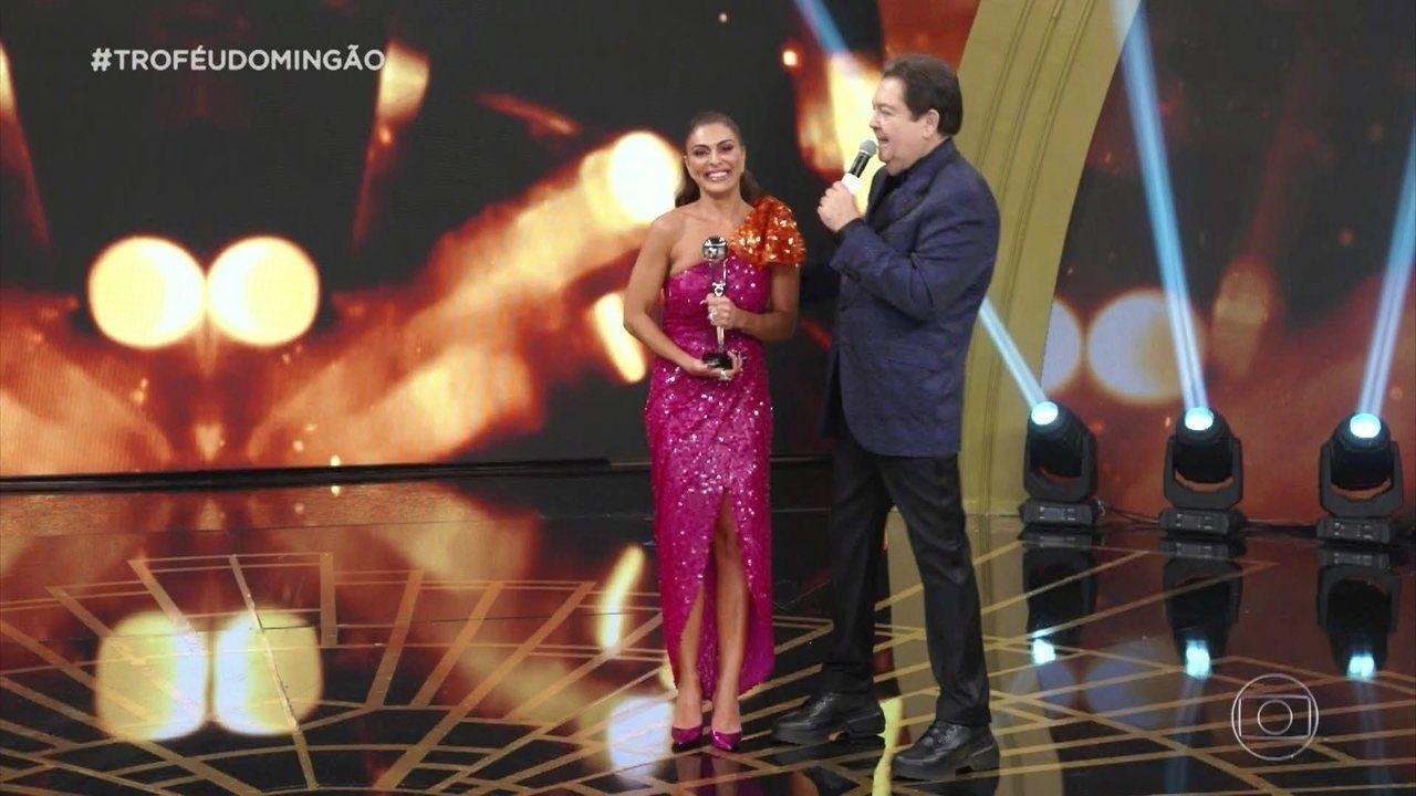 Juliana Paes ganha o troféu de atriz de novela