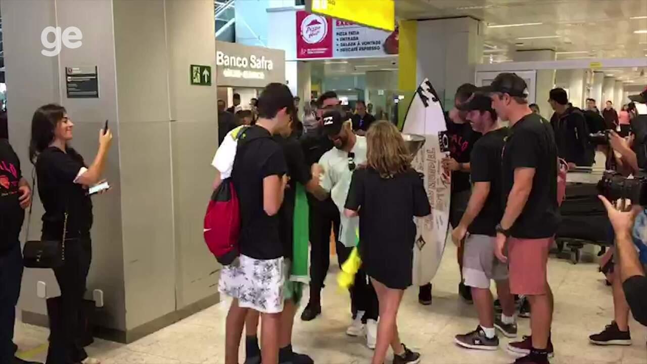 Ítalo Ferreira é recebido com festa em São Paulo
