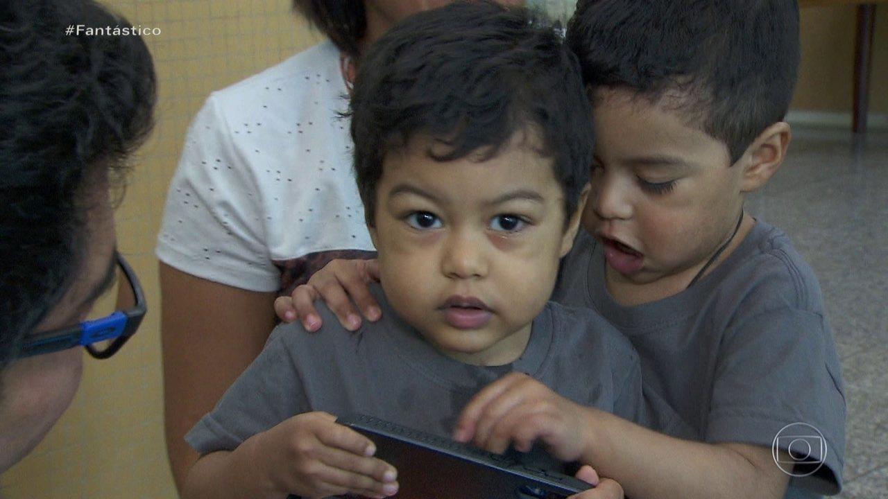 Gêmeos que fizeram transplante de coração se reencontram