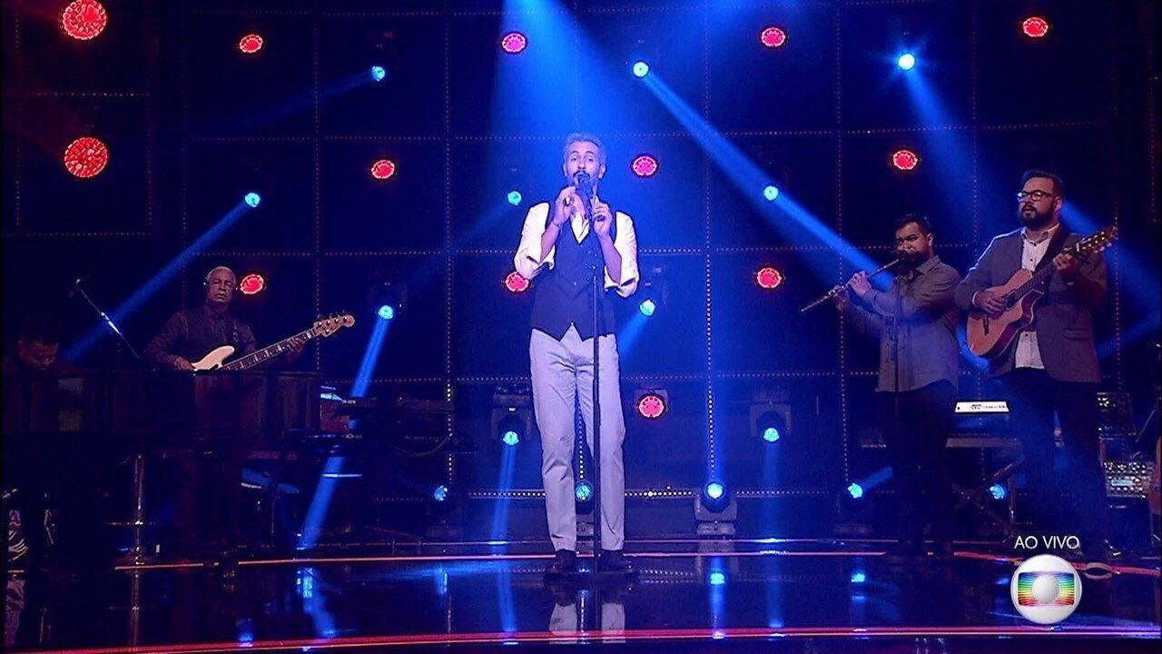 Danilo Vieira canta 'Água de Beber' no palco do 'PopStar'