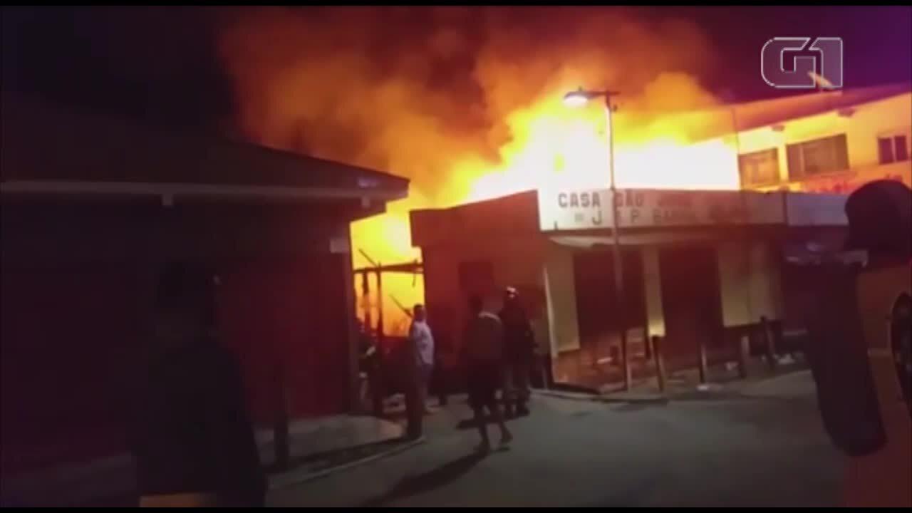 Incêndio destrói parte da feira de Cametá, nordeste do Pará