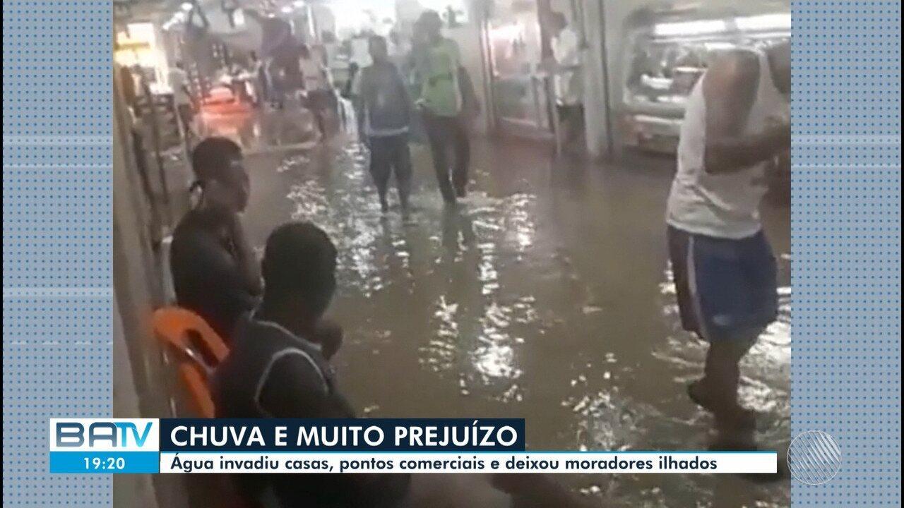 Chuva alaga casas, deixa moradores ilhados e causa prejuízos em Salvador