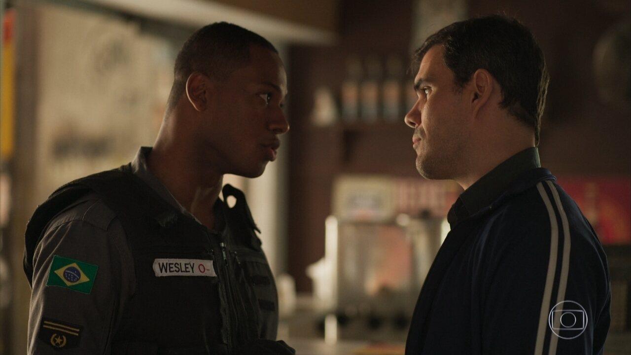 Wesley promete ajudar Magno após saber que Vicente investigou a morte de Genilson