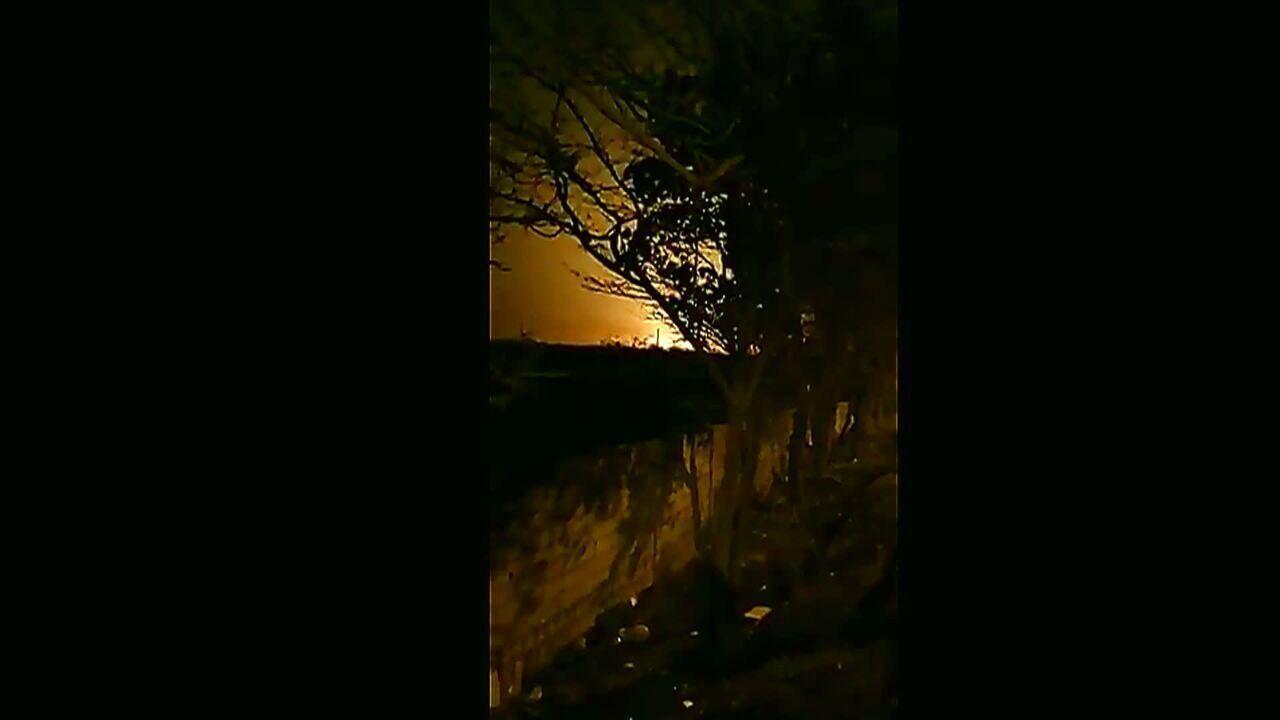 Imagens mostram momento e queda de avião no Irã