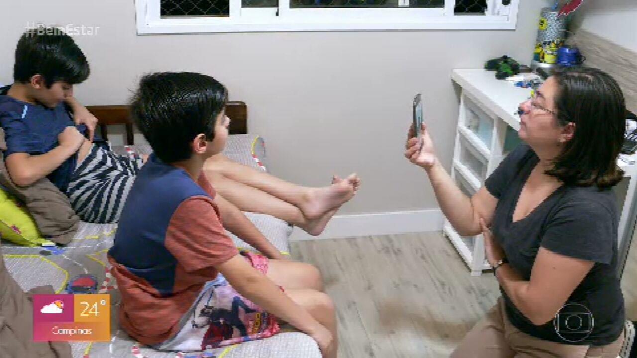 Gêmeos estimulam crianças que têm diabetes