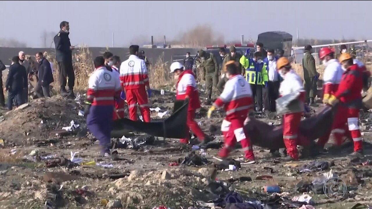 Avião de companhia aérea da Ucrânia cai no Irã com 176 a bordo