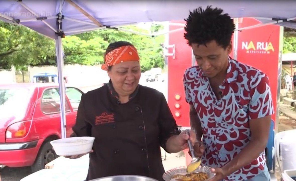 Vendedora de comida de rua mostra sua luta e rotina diária