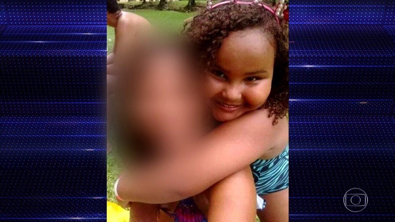 Menina de 8 anos morre atingida por bala perdida dentro de casa no Rio