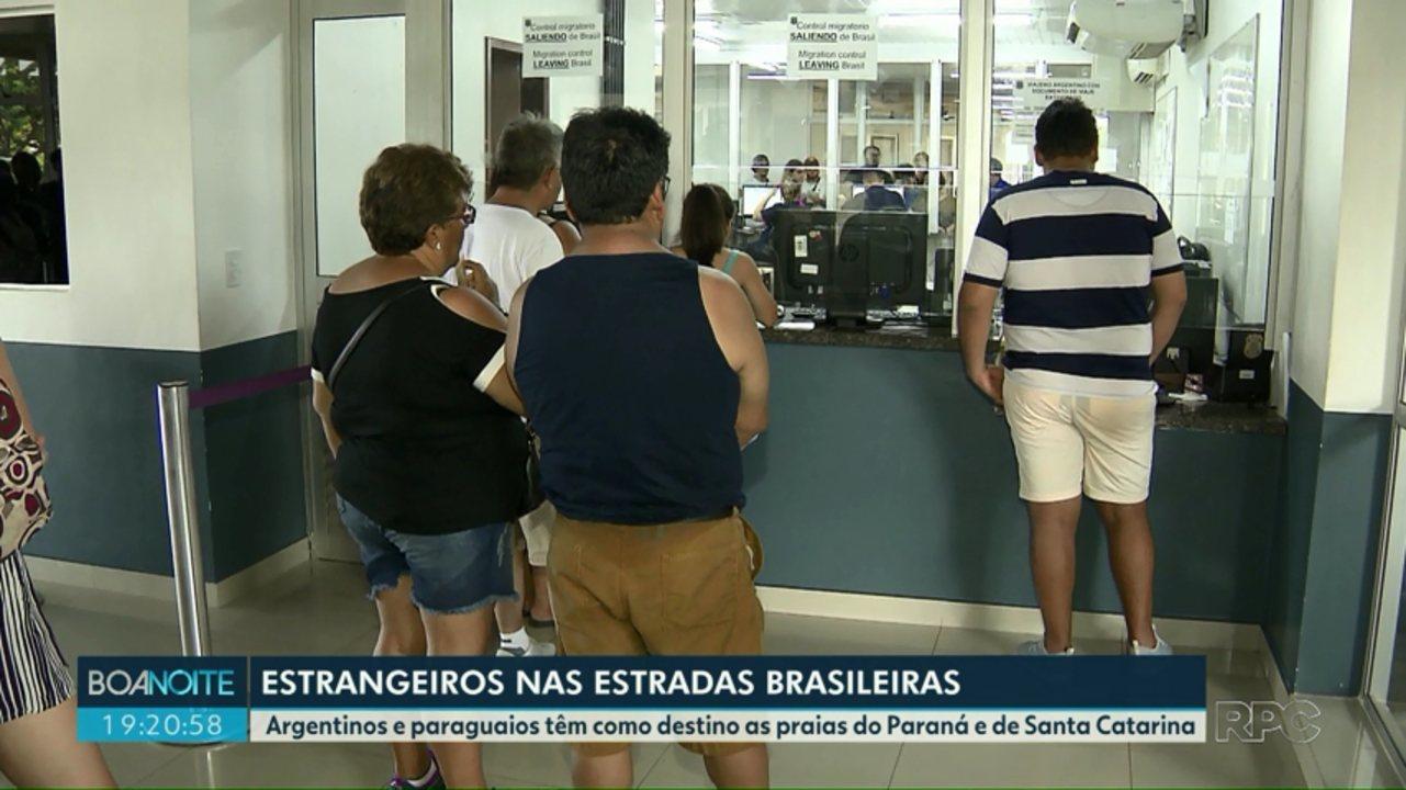 Argentinos e paraguaios com destino às praias brasileiras aumentam o movimento nas aduanas