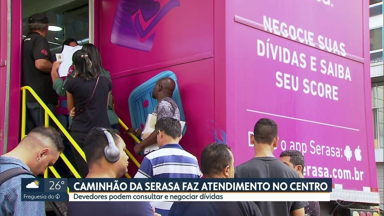 Caminhão da Serasa na estação Patriarca do metrô atende quem está com o nome sujo