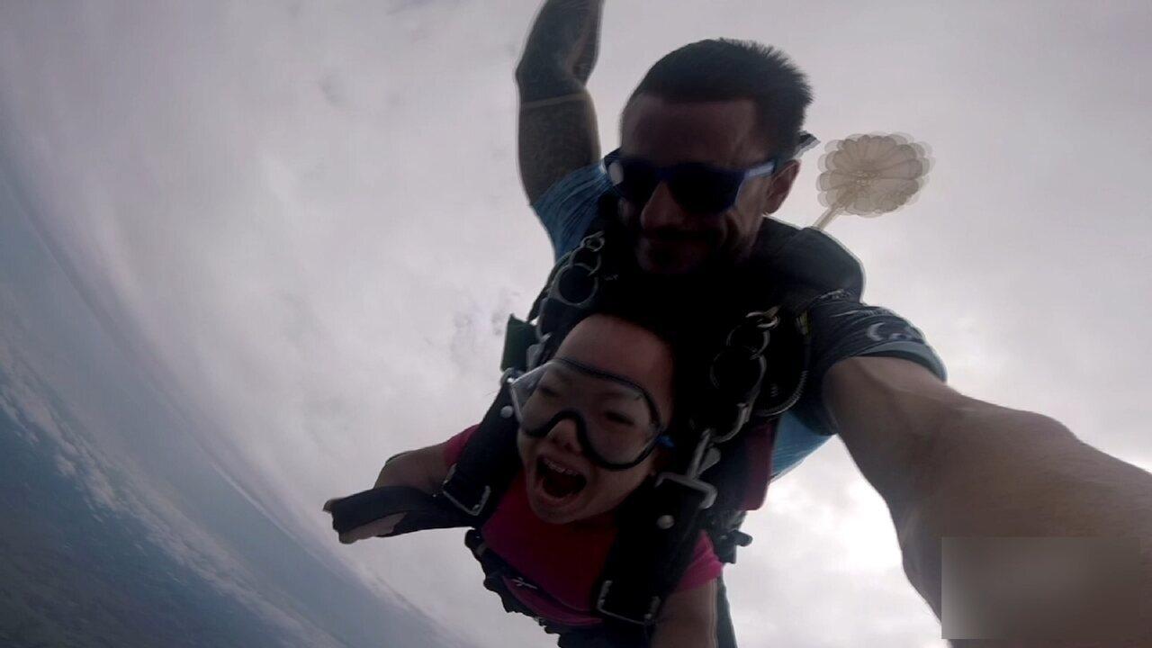 Menor casal do mundo salta de paraquedas em Boituva