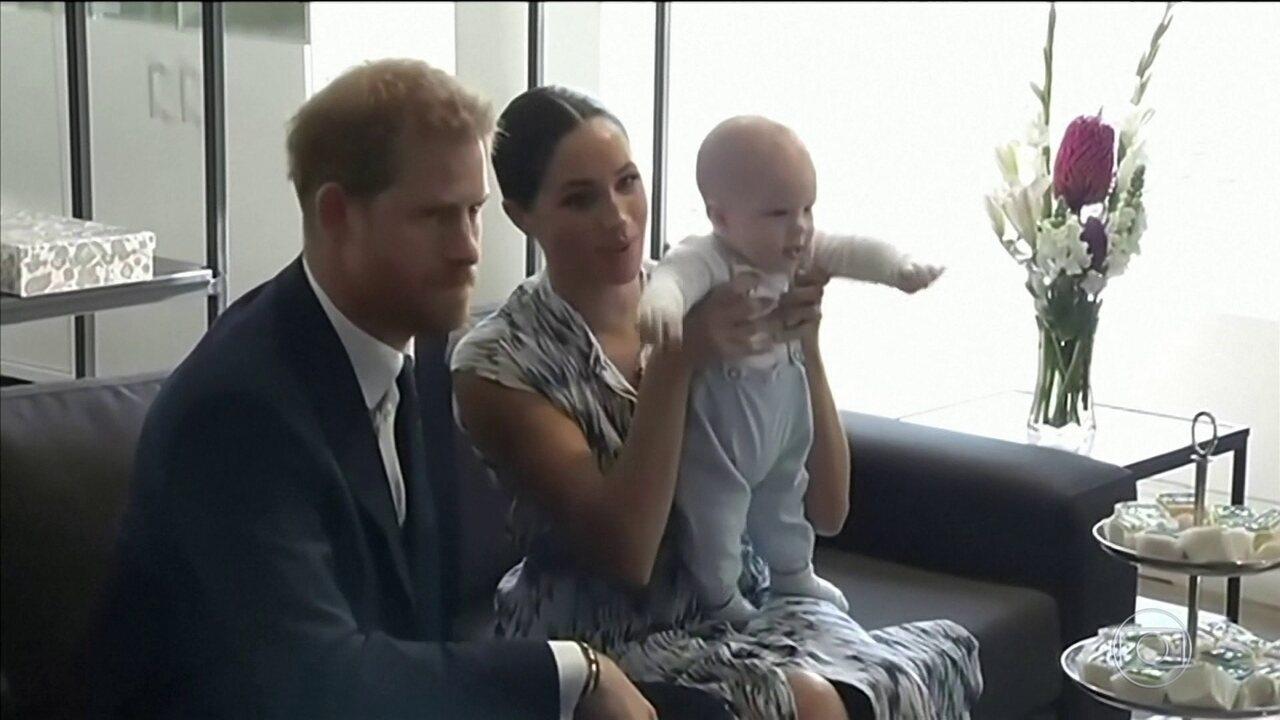 Rainha apoia decisão de Harry e Meghan de se afastar dos compromissos reais.