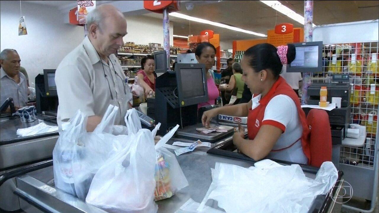 Governo da Venezuela decreta aumento do salário mínimo em 66%