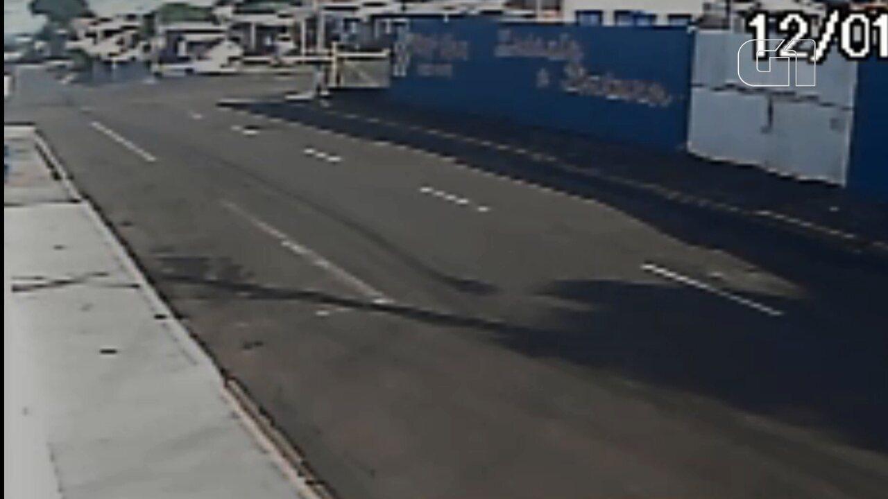 Novas imagens mostram carro derrapando em Guarapuava