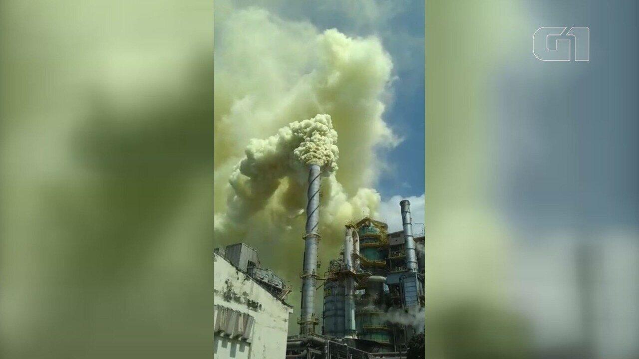 Fumaça química assusta moradores em Cubatão, SP