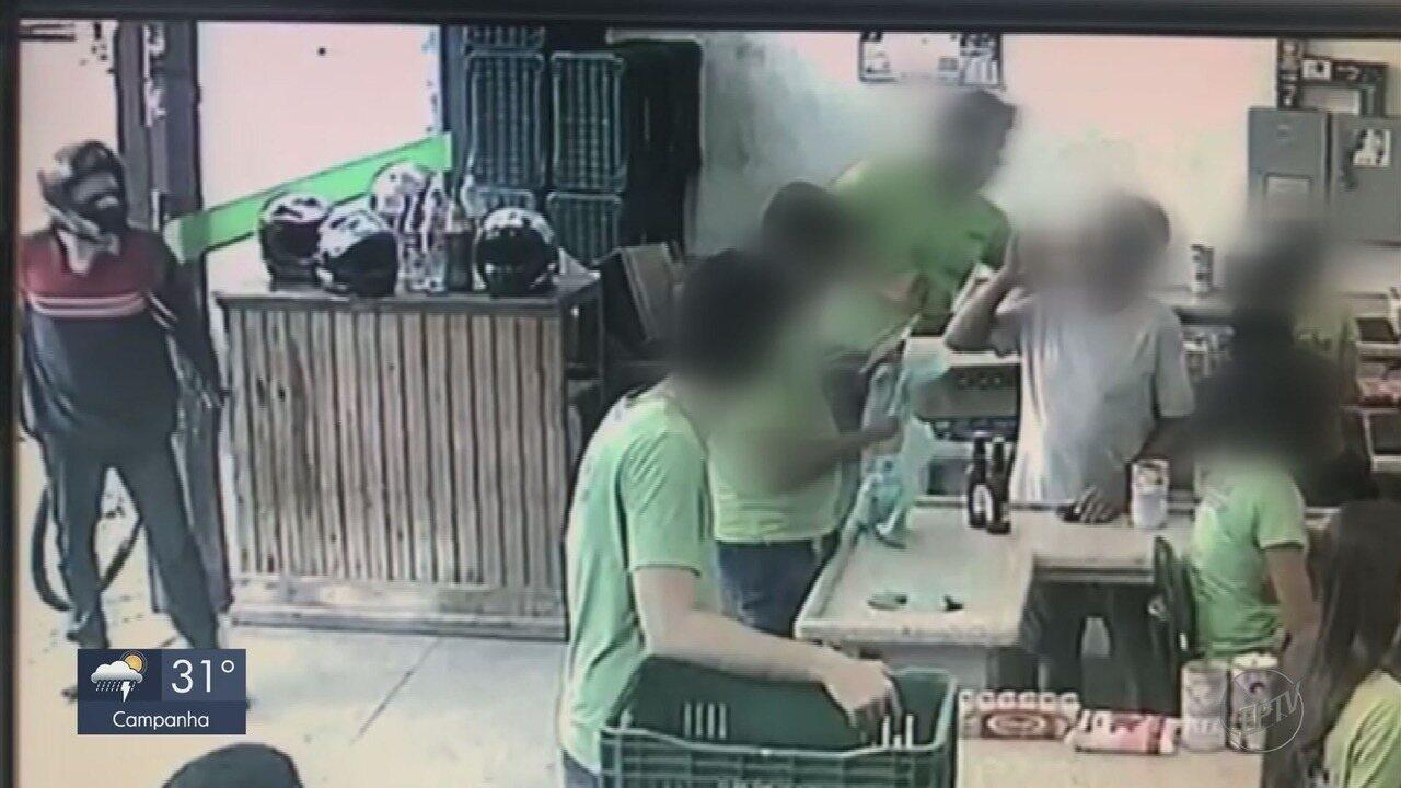 Assaltante é ignorado por vítimas e desiste de crime em MG