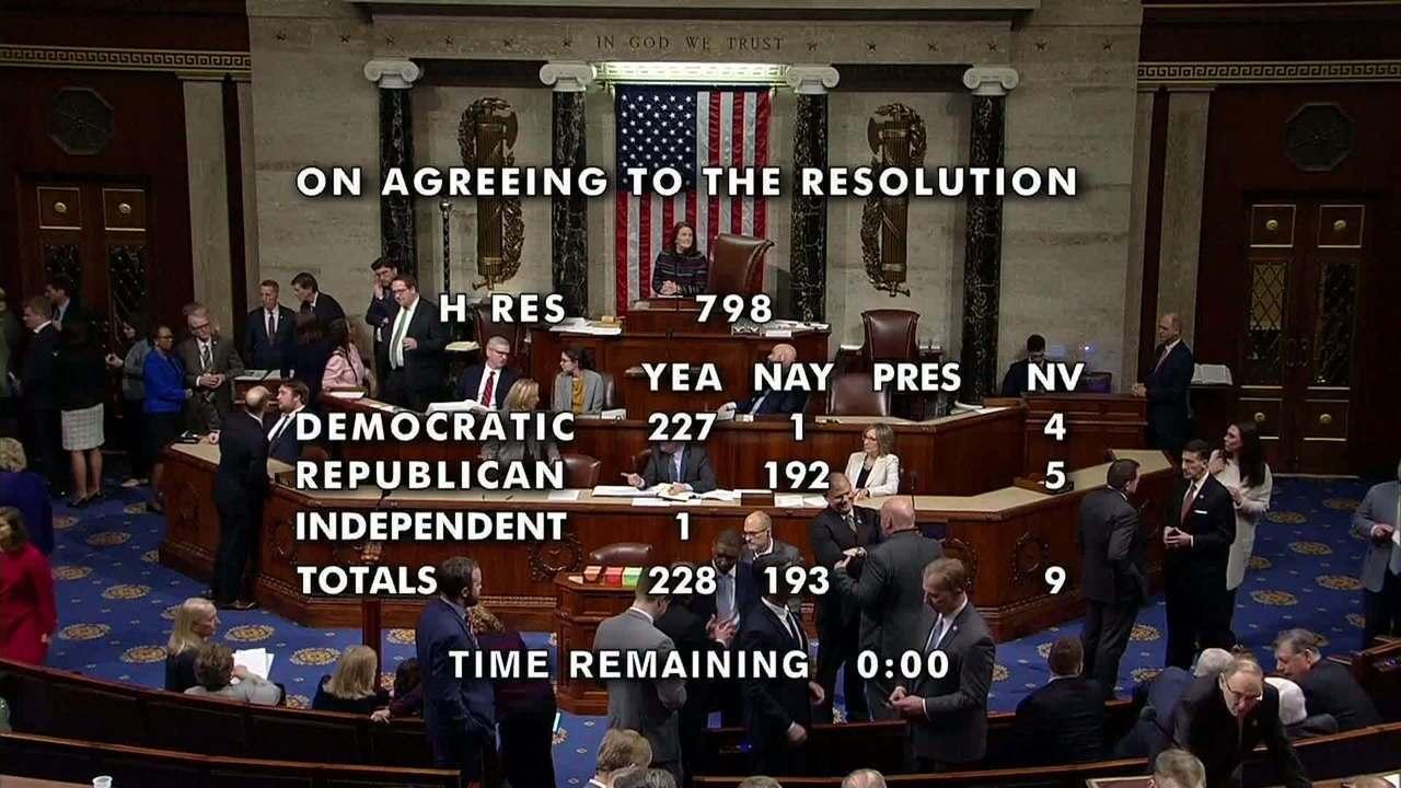Câmara dos EUA aprova envio de inquérito do processo de impeachment de Trump ao Senado