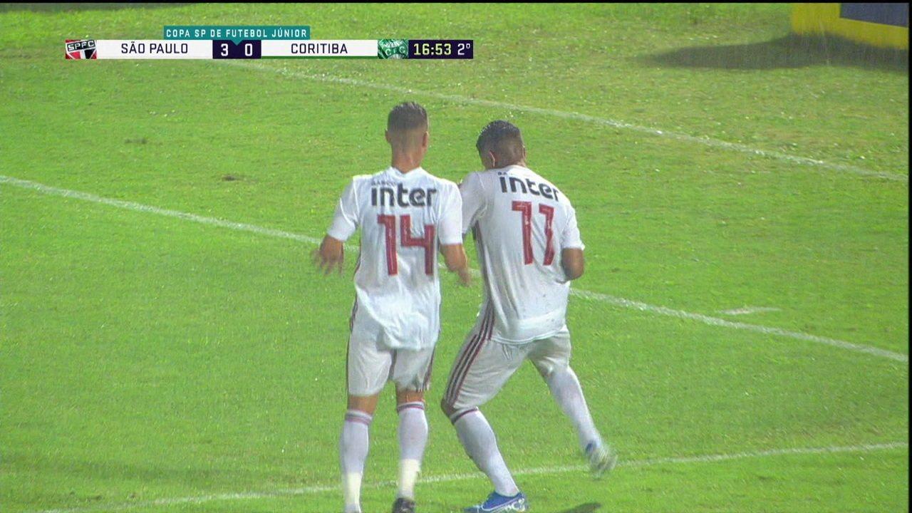 Gol do São Paulo! Galeano recebe, corta para o meio e solta a bomba, aos 16' do 2º tempo