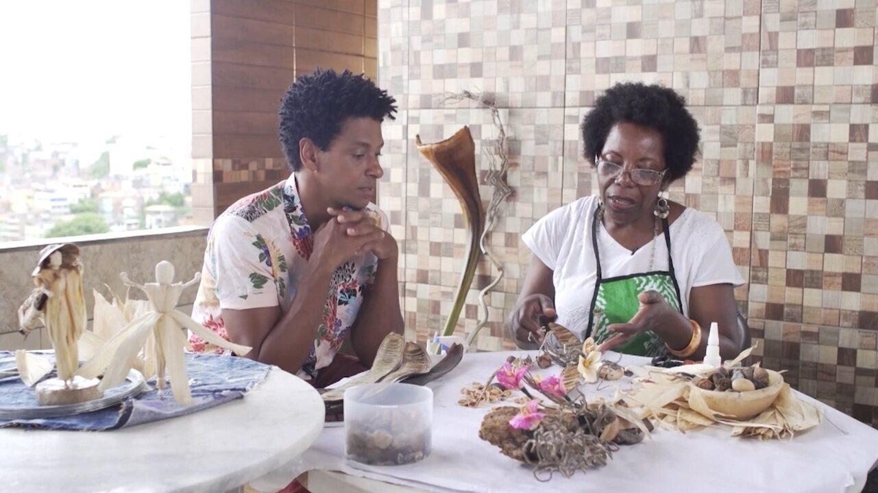 Artesã sustentável Dina Santos mostra como transforma galhos e sementes em arte