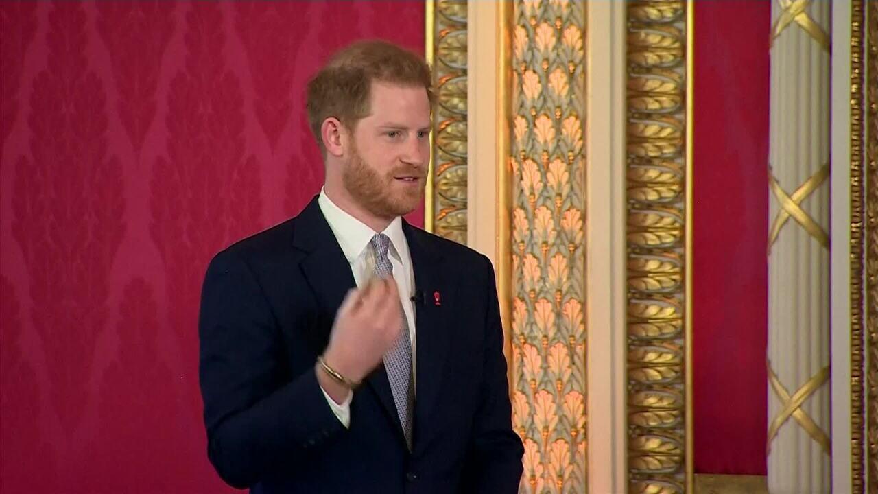Príncipe Harry fala pela primeira vez após afastamento da família real: 'Não havia outra o